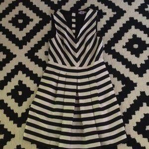 Banana Republic striped dress 6 black and white